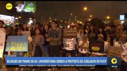 PUCP: Protesta de jubilados bloquea tramo de avenida Universitaria y genera congestión vehicular [VIDEO]