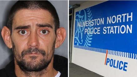 Policía de Nueva Zelanda busca hombre que robó 11 armas de una comisaría