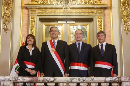 Martín Vizcarra tomó juramento a los nuevos ministros de Vivienda y de Transportes y Comunicaciones