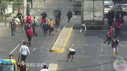 Video | Surco: Turba ataca con piedras a fiscalizadores municipales
