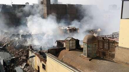 OEFA alerta que contaminación del aire en zonas aledañas al incendio de Mesa Redonda es elevada