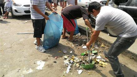 Así se realiza la limpieza del mercado más grande de Trujillo para evitar su clausura