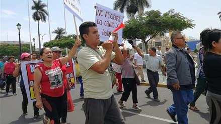 Comerciantes marchan contra el cierre del principal mercado de Trujillo