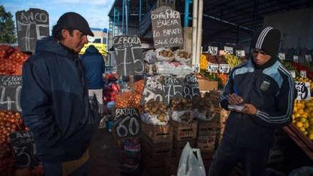 Argentina decide vender dólares para frenar la devaluación del peso