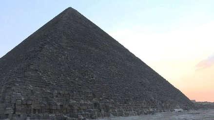 Detienen a un joven que escaló sin autorización la gran pirámide de Guiza