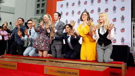 Las estrellas de 'The Big Bang Theory' dejaron sus huellas en el Paseo de la Fama de Hollywood