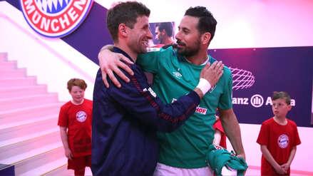 Claudio Pizarro recibió el agradecimiento de Bayern Munich tras su gol ante Borussia Dortmund