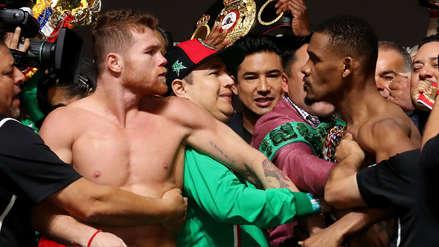 ¡Saca chispas! 'Canelo' Álvarez y Jacobs casi se van a los golpes durante la ceremonia del pesaje