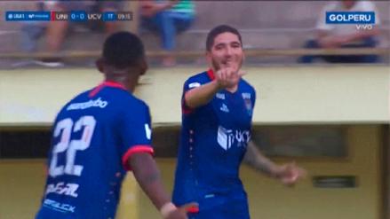 César Vallejo aprovechó este error defensivo de Universitario para anotar el 1-0