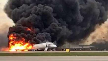 Al menos 41 pasajeros murieron en el avión siniestrado en el aeropuerto de Moscú