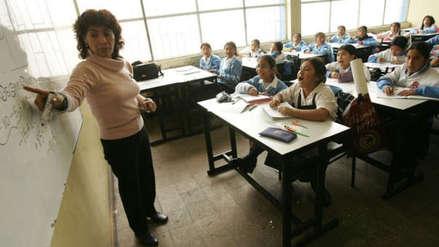 ¿De qué universidades egresan los profesores peor pagados?