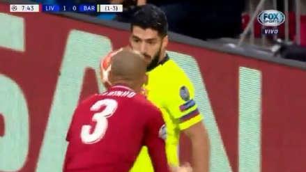 ¡Se calentó! El cruce entre Luis Suárez y Fabinho al inicio del Barcelona vs. Liverpool
