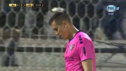 ¡El 'blooper' del año! Error del arquero de Palestino terminó en el primer gol de Alianza Lima