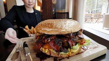 Conoce la hamburguesa gigante de US$900 creada en honor al nuevo emperador de Japón