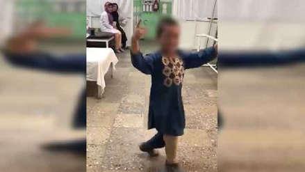 El conmovedor momento en el que un niño que fue amputado baila de alegría con su nueva pierna [VIDEO]