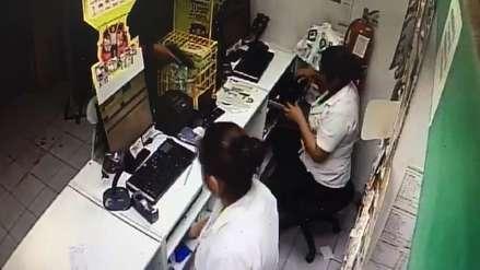 Así son los asaltos en Trujillo, captados por una cámara de videovigilancia