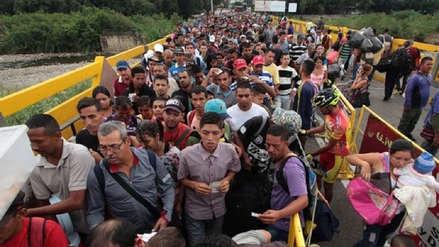 Miles de venezolanos llegan a Brasil para comprar medicinas o pedir refugio