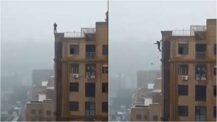 Hombre murió al caer de lo alto de un edificio tras arriesgada maniobra en India
