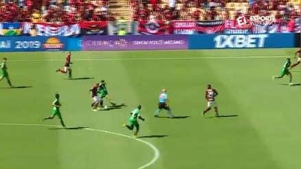 Precisión de crack: el milimétrico pase de Miguel Trauco que terminó en gol de Flamengo