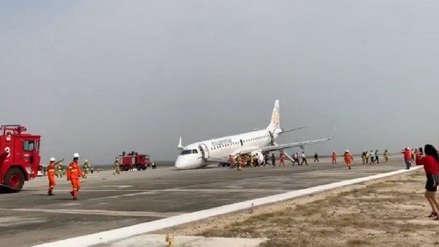 Un avión aterrizó de emergencia sin ruedas delanteras [VIDEO]