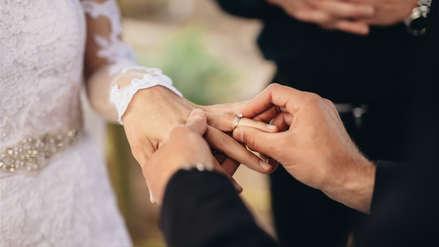 Detienen a 50 personas acusadas de crear una red de matrimonios falsos para entrar a EE.UU.