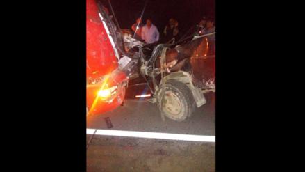 Arequipa | Seis personas murieron en el choque de una camioneta contra un tractor y un cisterna