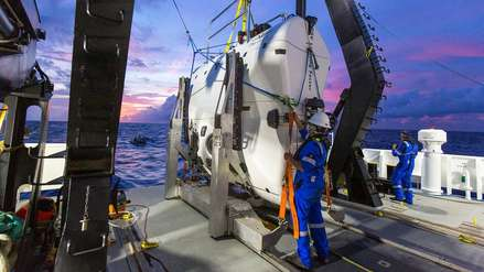 Submarinista encuentra una bolsa de plástico a más de 10,000 metros de profundidad