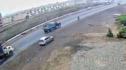 Auto se despista y atropella a un ciclista en la vía de Evitamiento en Trujillo