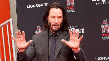 Keanu Reeves inmortalizó sus huellas en el Paseo de la Fama de Hollywood