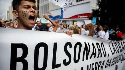Miles de estudiantes y profesores marchan contra los recortes a la educación en Brasil