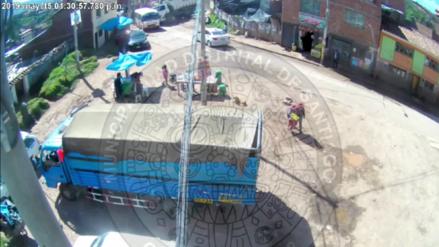 El momento del choque de un volquete contra un bus que dejó un muerto en el Cusco