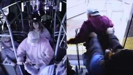 Anciano murió tras ser empujado de un autobús por una mujer con la que discutió [VIDEO]