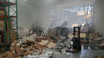 Un avión F-16 se estrelló contra un almacén cerca de base aérea en California