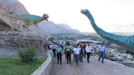 El 'Jurassic Park' de Arequipa : Diez imágenes del parque de Querulpa que muestra huellas y réplicas de dinosaurios