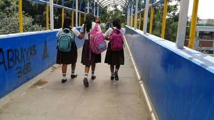Chiclayo | Usan puente peatonal como urinario y basurero