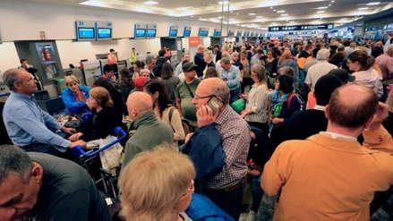 Decenas de pasajeros varados por suspensión de vuelos de EE.UU. a Venezuela
