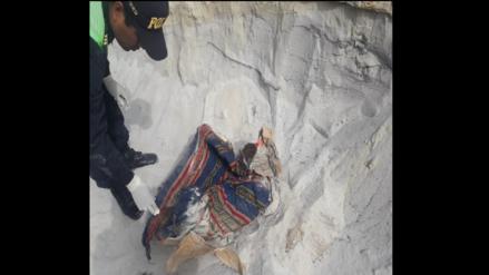 Arequipa | Hallan cuerpo de bebé de 8 meses envuelto en mantas en un cerro de Camaná