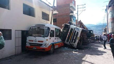 Pequeña de 7 años perdió la pierna luego de choque entre volquete y bus de transporte público en Cusco