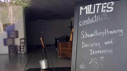 """Gurú líder de secta esotérica fue víctima de los misteriosos """"asesinatos de ballesta"""" en Alemania"""
