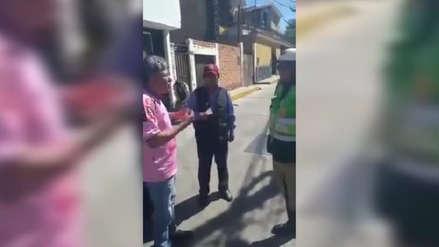 Insólito | Un grupo de taxistas de Arequipa enseña a su gremio cómo 'defenderse' ante una intervención policial