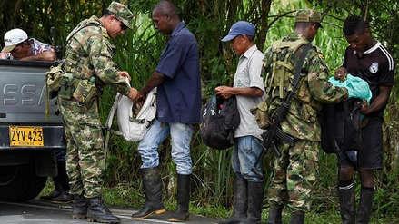 Policía de Ecuador detuvo a 12 personas en un operativo en provincia fronteriza con Perú