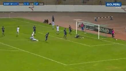 La tremenda atajada con la que Patricio Álvarez evitó el gol de Carlos A. Mannucci