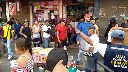 Ciudadano se enfrenta a policías municipales y luego se da a la fuga