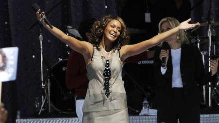 Disquera busca publicar disco póstumo de Whitney Houston y realizar una gira mediante holograma