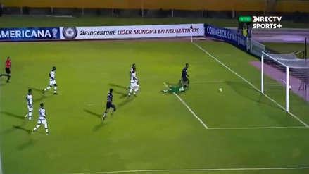 ¡Y con pifia del delantero! La jugada con la que Universidad Católica anotó su cuarto gol ante Melgar