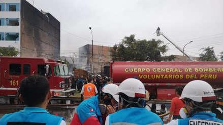 Una persona murió en el incendio de un taller mecánico en San Martín de Porres