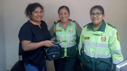 Policías honradas | Devolvieron cartera que contenía 82 soles y estaba botada en una calle de Arequipa