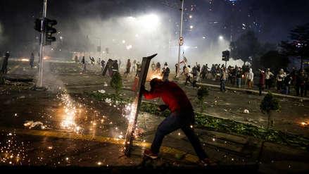 Disturbios y duros enfrentamientos tras la reelección del presidente de Indonesia [FOTOS]