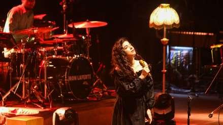 Mon Laferte perdió los papeles y respondió al público que le pedía que deje de cantar en México [VIDEO]
