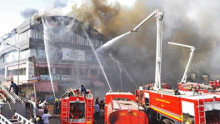 Incendio que consumió alojamiento universitario en la India dejó al menos 19 fallecidos